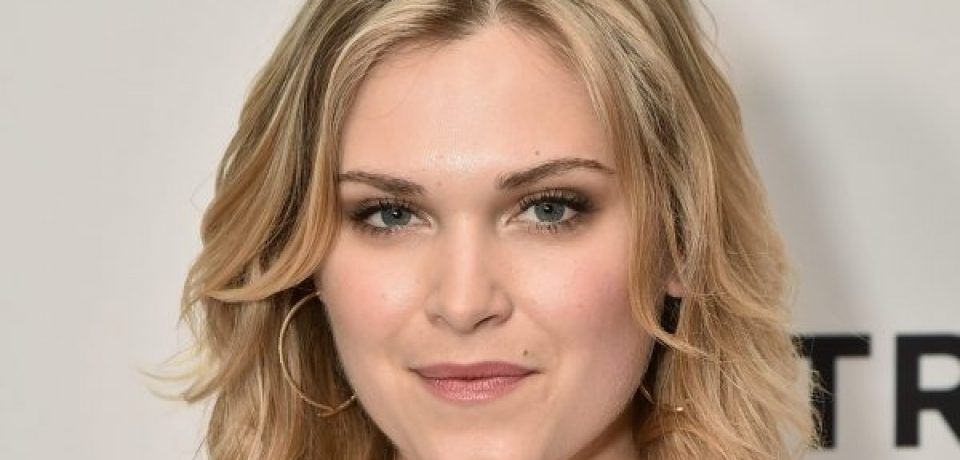 Eliza Taylor Attends Thumper Premiere